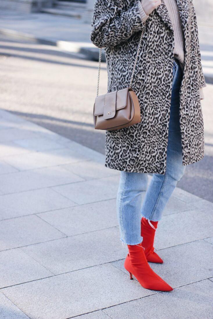 Abrigo de estampado leopardo de Zara