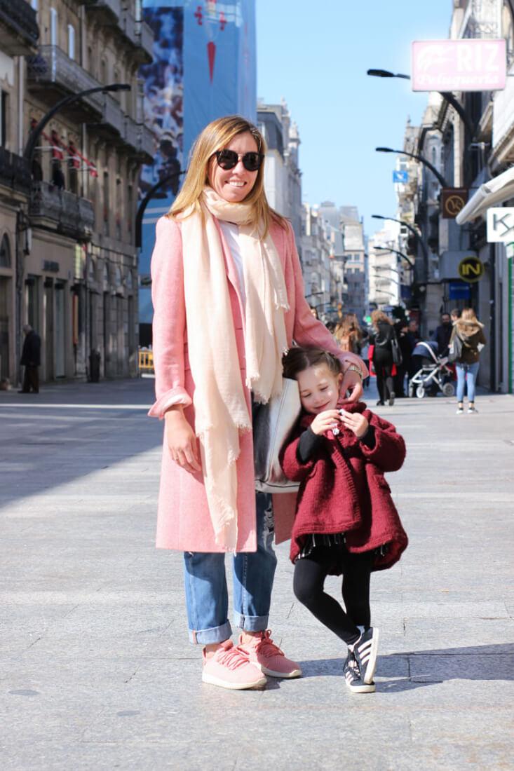 Abrigo rosa largo. Street Style Vigo Febrero.