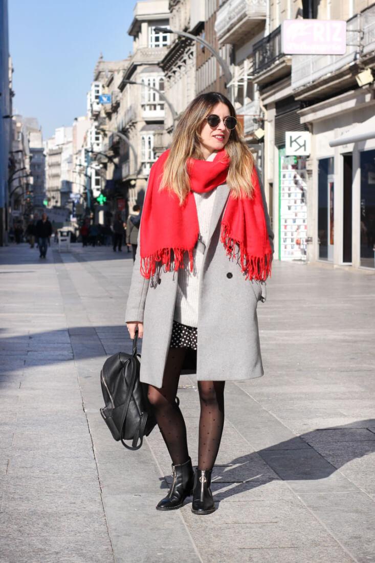 Street Style Vigo Febrero 2018. Bufanda roja.