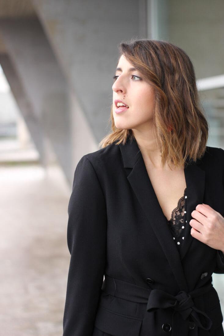 Top de encaje con blazer negra