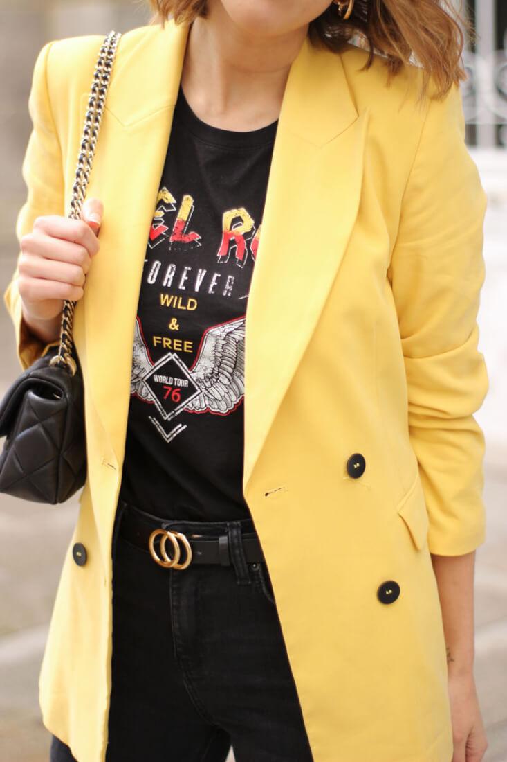 Camiseta Vila, americana amarilla de Zara
