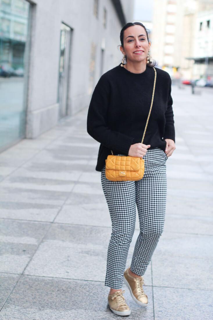 pantalón-cuadro-vichy-siempre-hay-algo-que-ponerse-street-style-bolso-amarillo