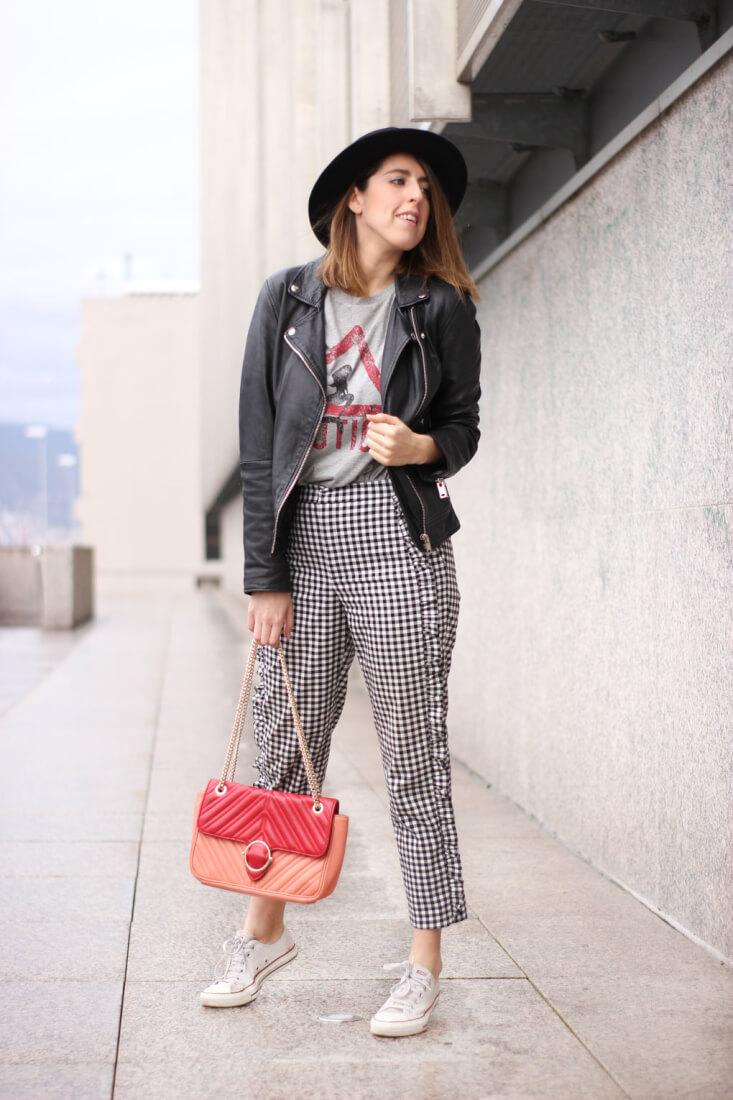 Pantalones cuadros volantes de Zara