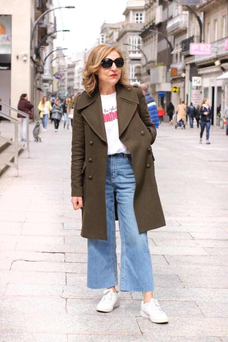 Look con abrigo militar largo. Street Style Vigo Abril.