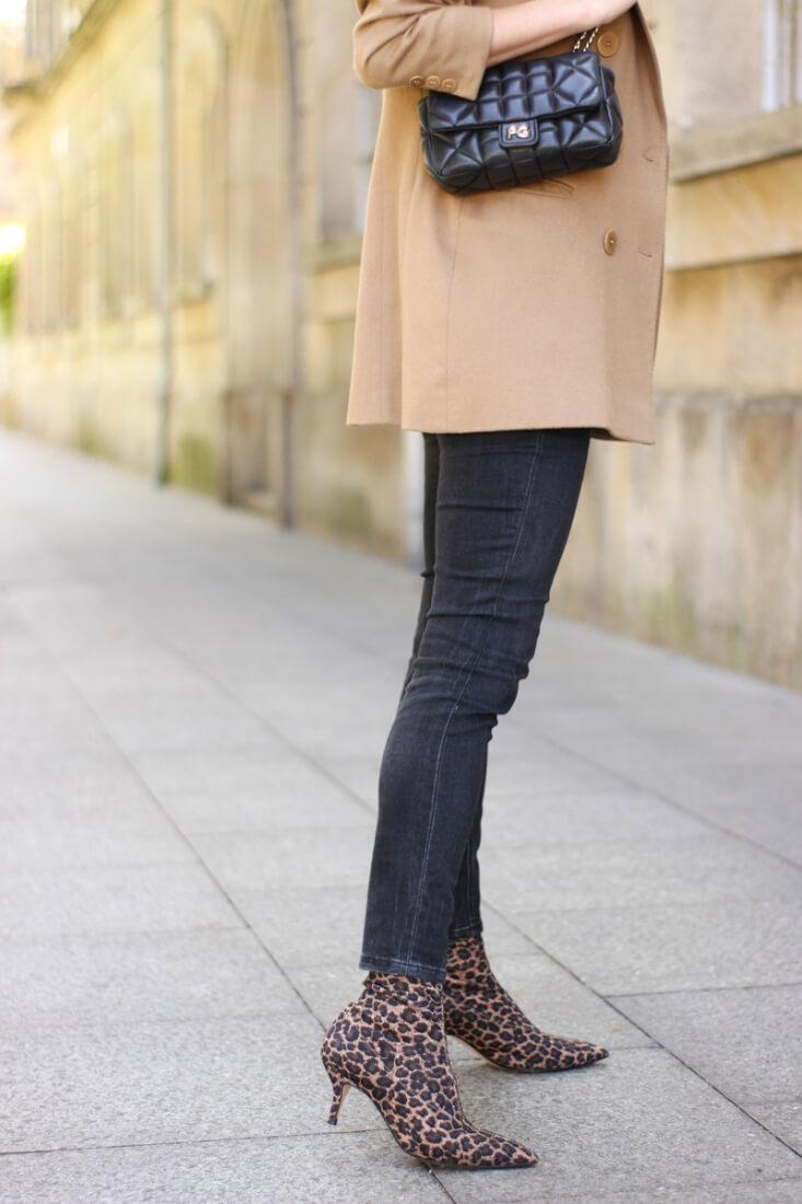 Botines estampado leopardo de Zara. Botines estilo calcetóin
