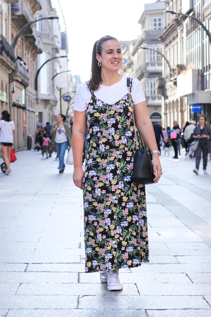 Street Style Galicia. Vestido lencero con camiseta.