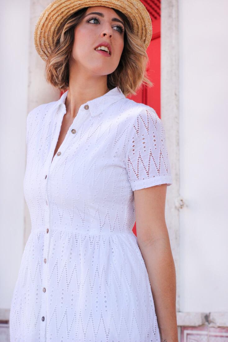 Vestido blanco con encaje guipur de Mango