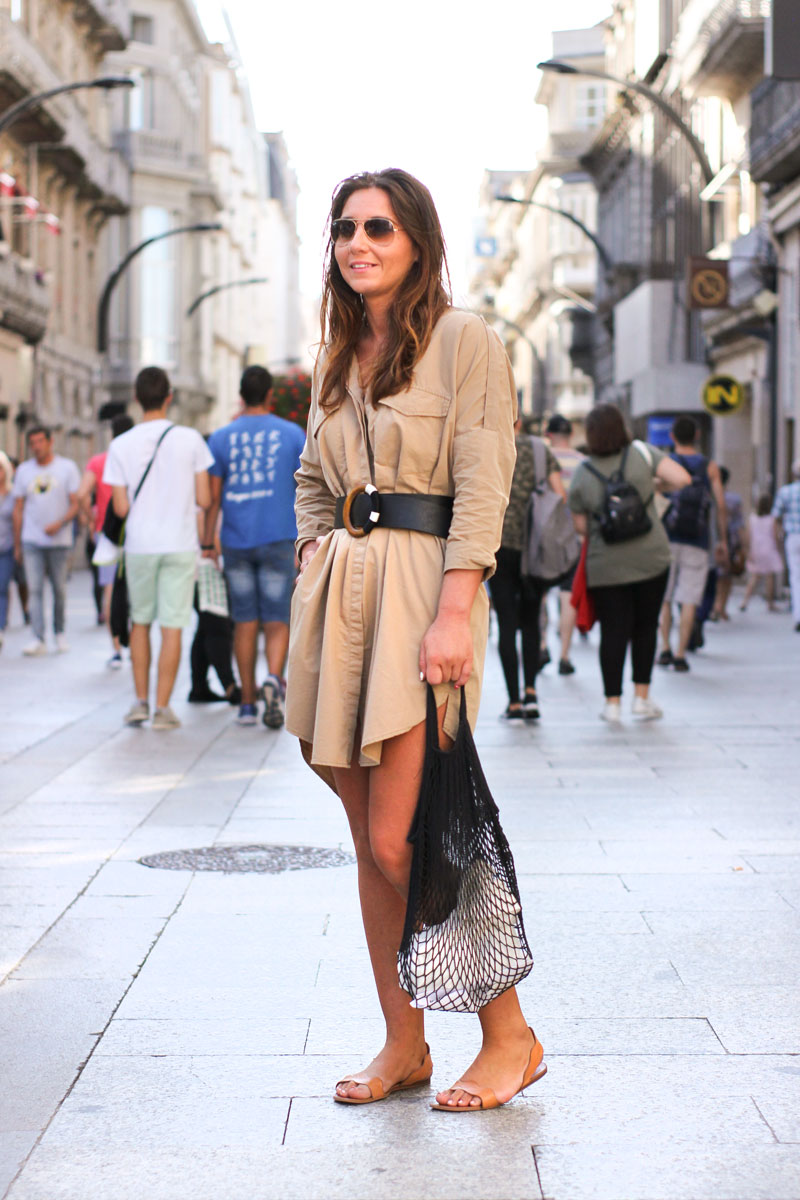 Moda Vigo. Street Style. Vestido Militar.