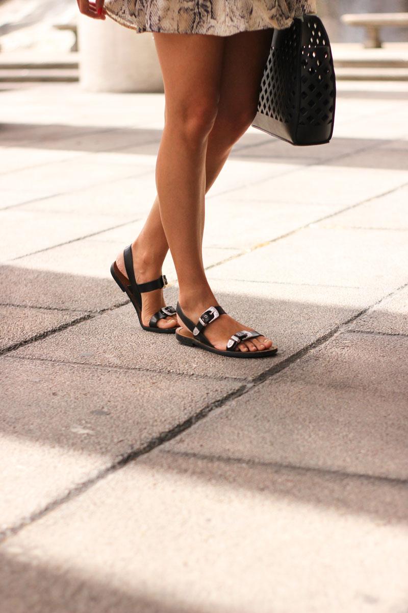 Sandalias negras hebilla plata de Pull&Bear