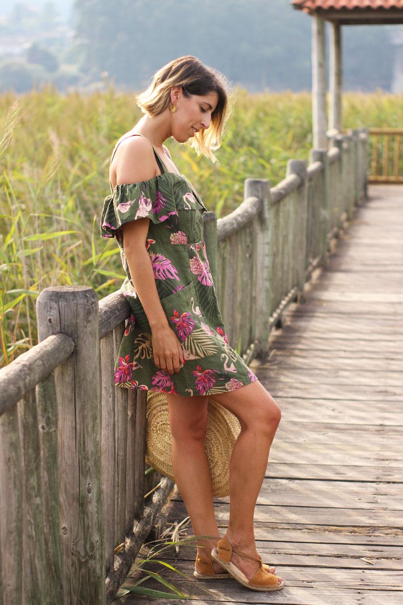 Vestido verde estampado flamencos alpargatas ante