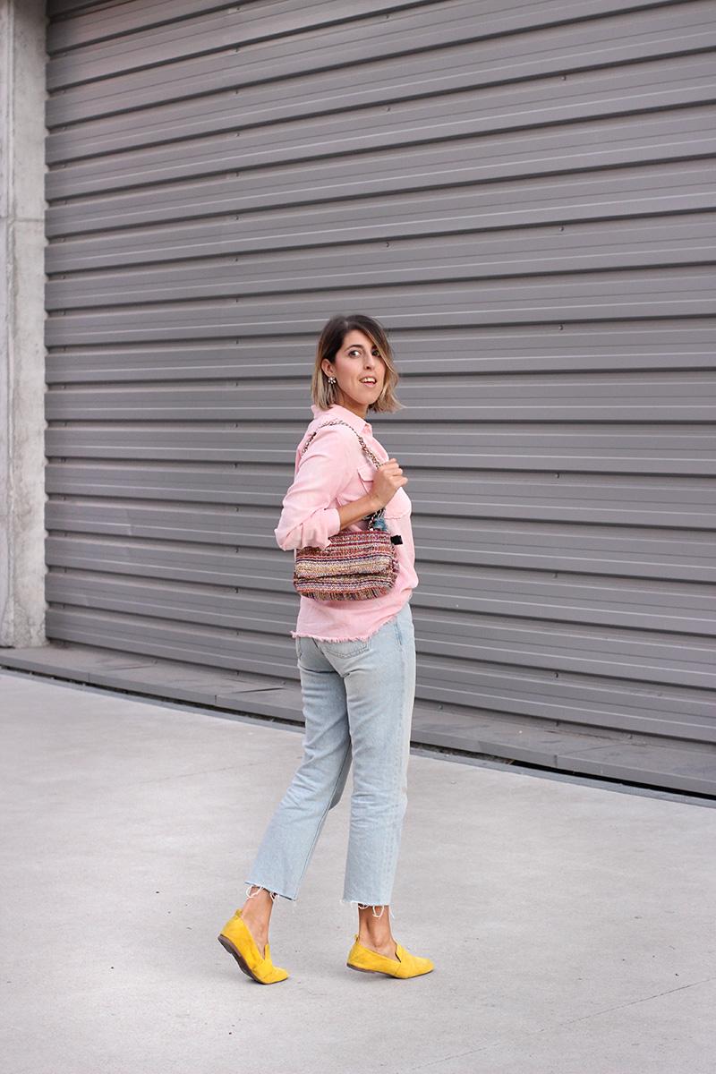 bolso-multicolor-parfois-camisa-rosa