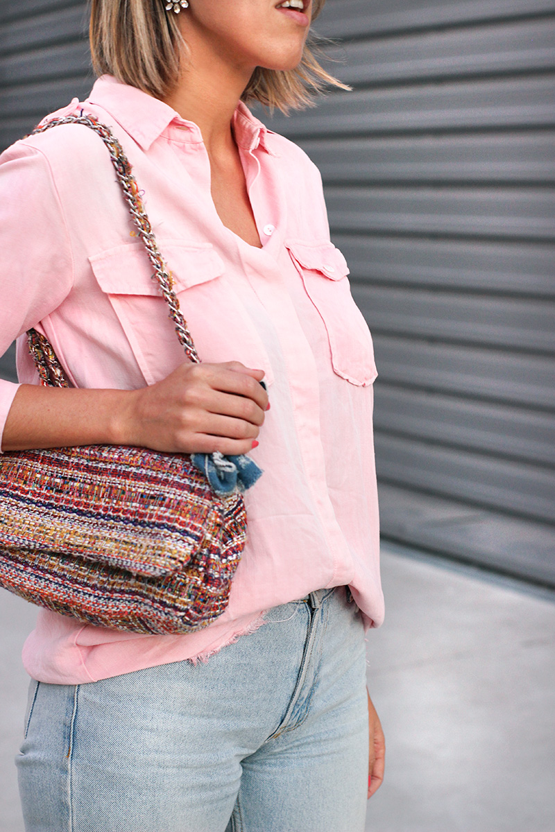 bolso-tweed-multicolor-parfois-camisa-rosa
