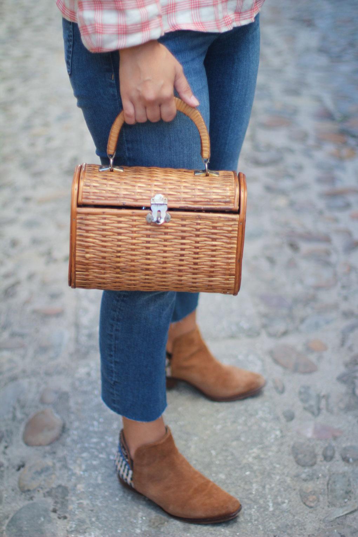 como-combinar-tu-bolso-de-madera-street-style-bolso-de-madera-camisa-de-cuadros