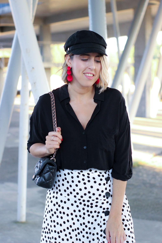 street-style-blanco-y-negro-street-style-black-and-white-como-combinar-tu-falda-de-lunares