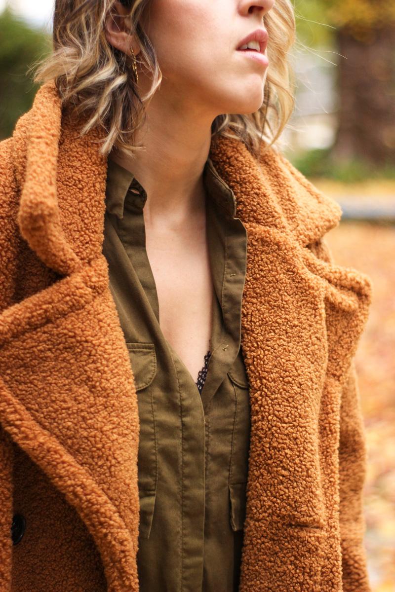 abrigo-pelo-rizado-sujetador-encaje