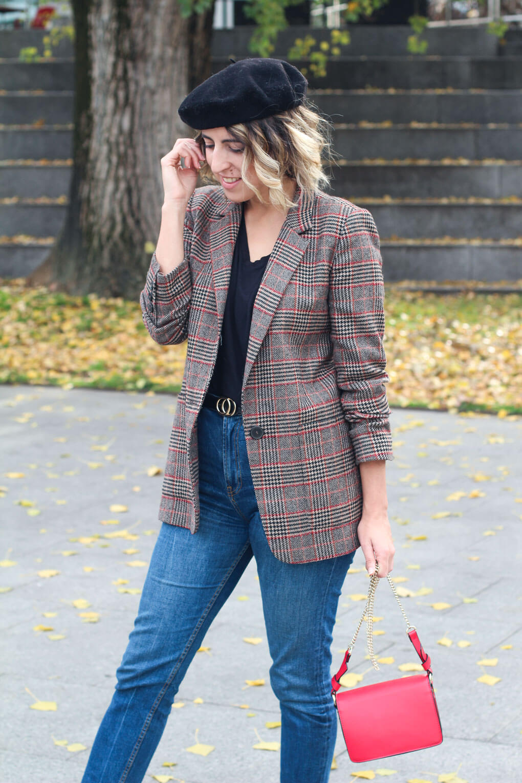 bolso rojo street style blazer street style jeans mezclar estampados