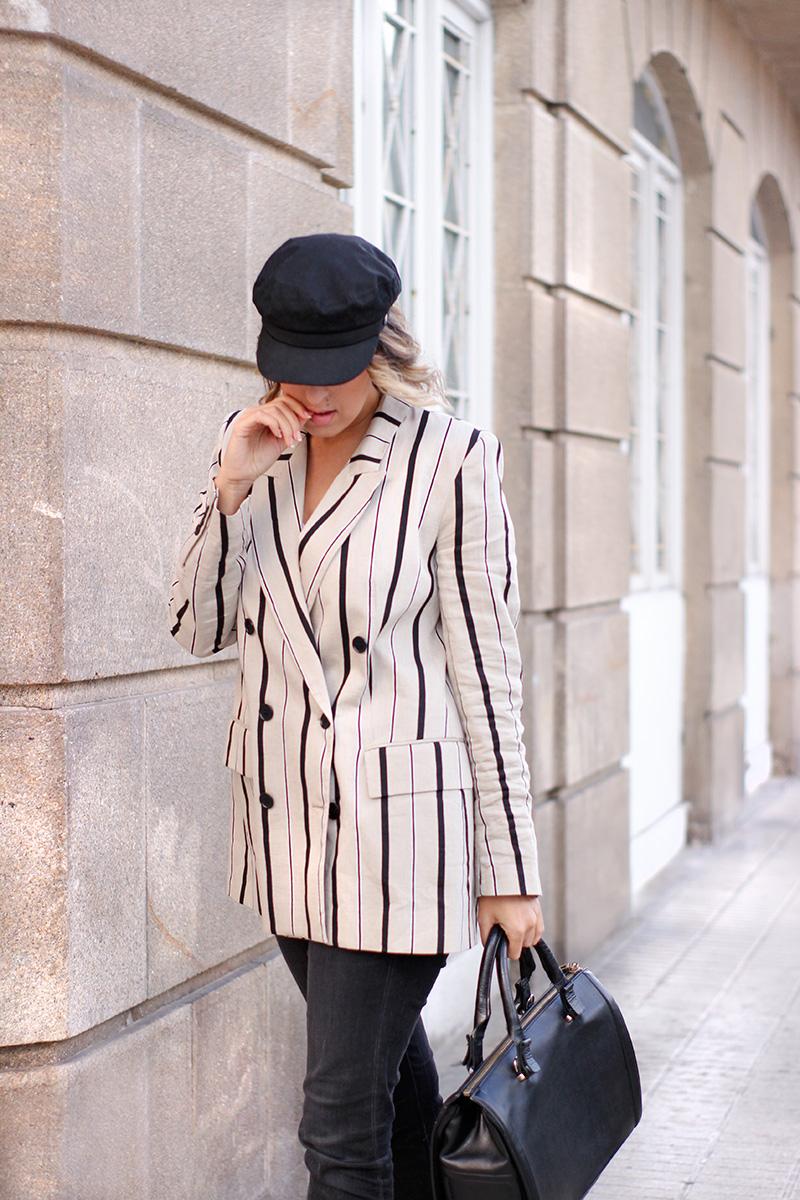 gorra-marinera-negra-chaqueta-rayas
