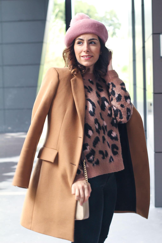 blog moda vigo blog moda galicia boina rosa look con abrigo camel