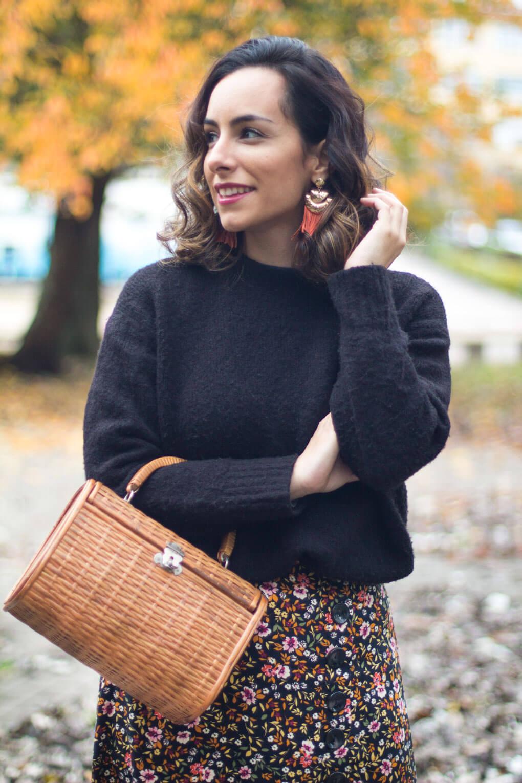 como combinar tu bolso de madera outfit con falda de flores blog moda vigo