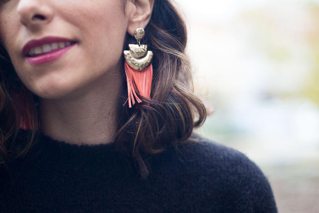 pendientes de flecos naranjas falda de flores siemprehayalgoqueponerse blog moda galicia
