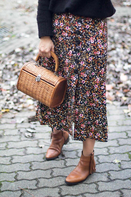 street style camel boots street style flowers skirt falda de flores