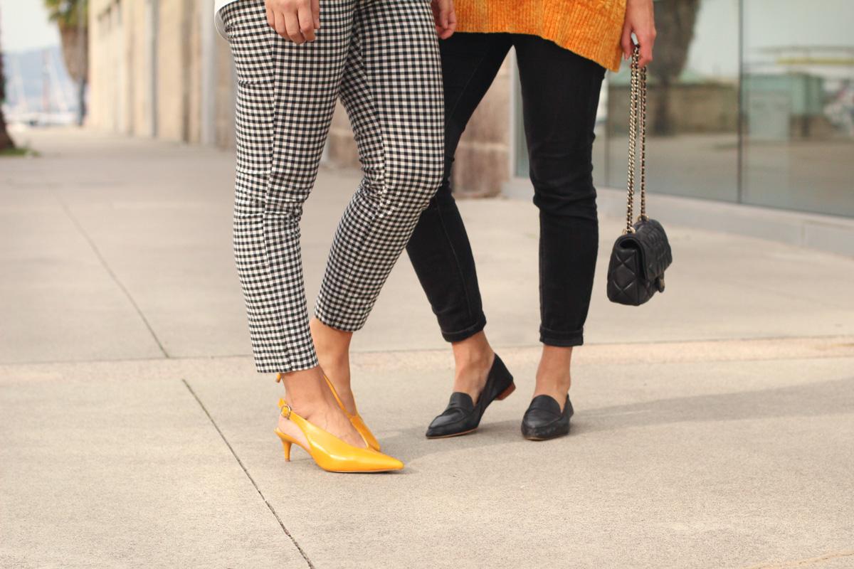 zapato-piel-mostaza-destalonado-zara-mocasines-negros