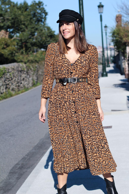 look con botas cowboy street style leopardo gorra marinera