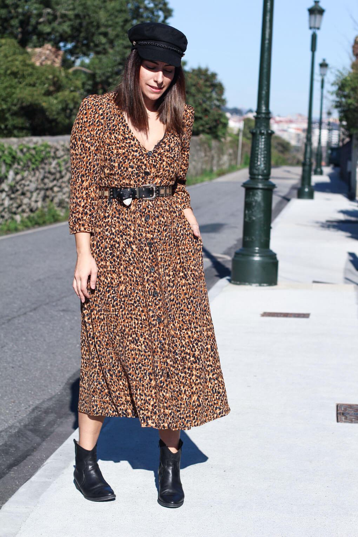 street style leopado vestido mini estampado leopardo botas cowboy