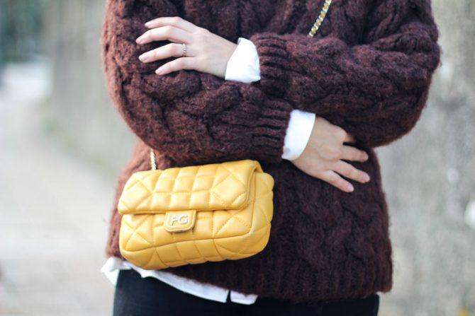 Bolso amarillo acolchado