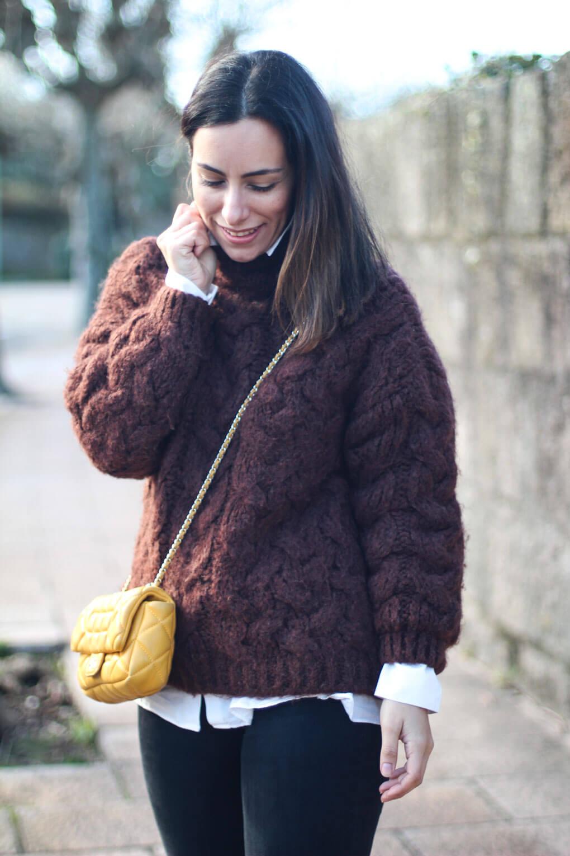 bolso amarillo como combinar tu jersey de lana street style botines leopardo