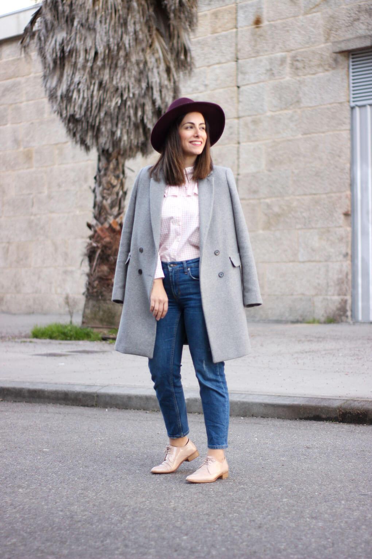 look con abrigo gris mocasines nude street style mocasines nude gris y rosa