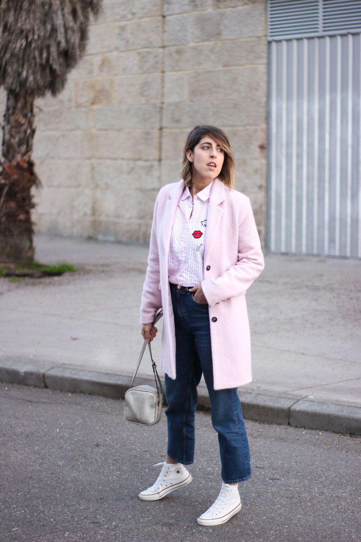 siempre hay algo que ponerse gris y rosa street style pink coat