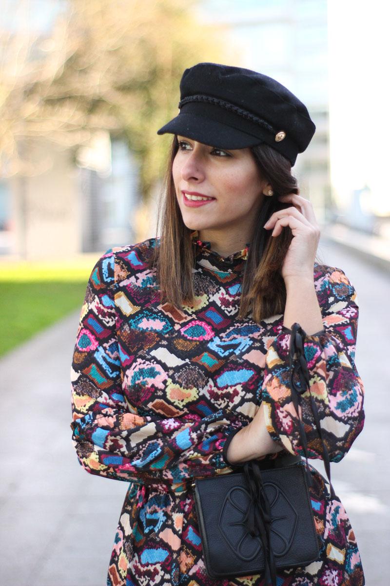 vestido-estampado-riñonera-cuple-sombrero-marinero
