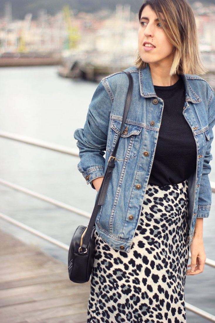 cazadora-denim-falda-animal-print