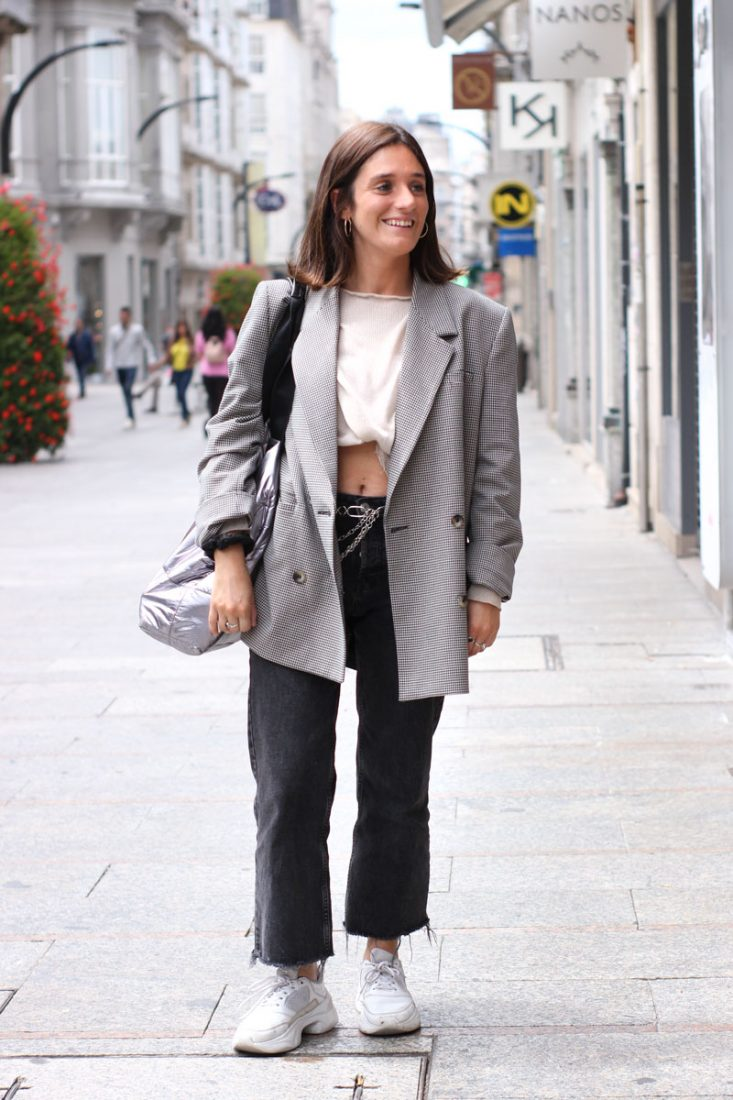 blazer-cuadros-jeans-negros-bolso-adolfo-dominguez