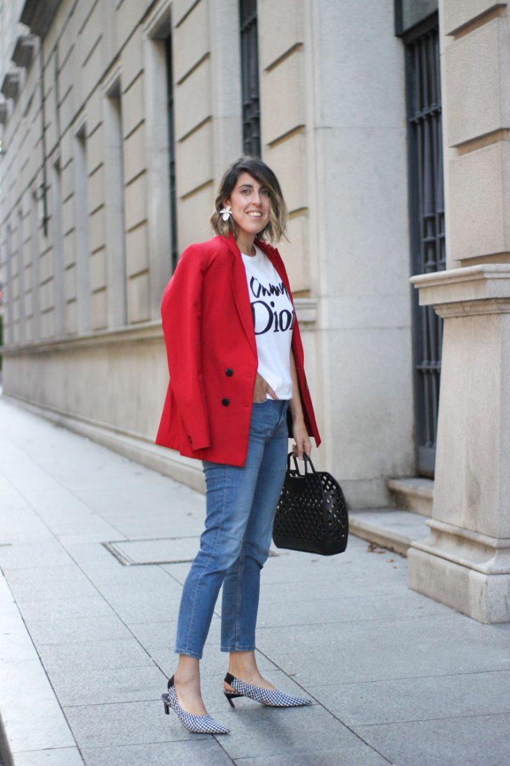 chaqueta-roja-jeans-tacones-cuadros-vichy