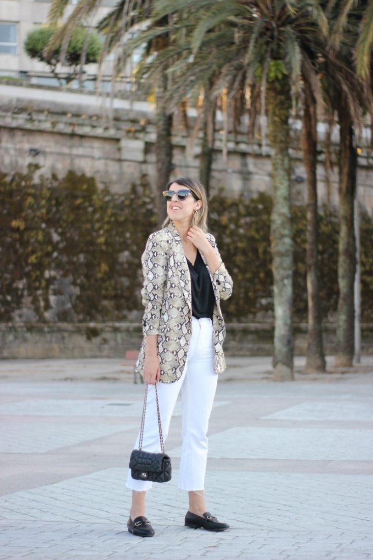 chaqueta-snake-print-jeans-blancos