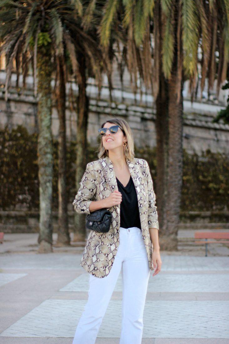 jeans-blancos-street-style-blazer-snake-print