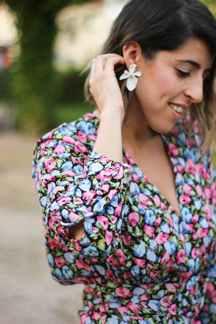 pendiente-flor-blanca-diecisietecosas-vestido-flores