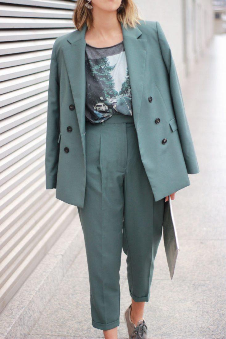 street-style-look-oficina-traje-verde-mango