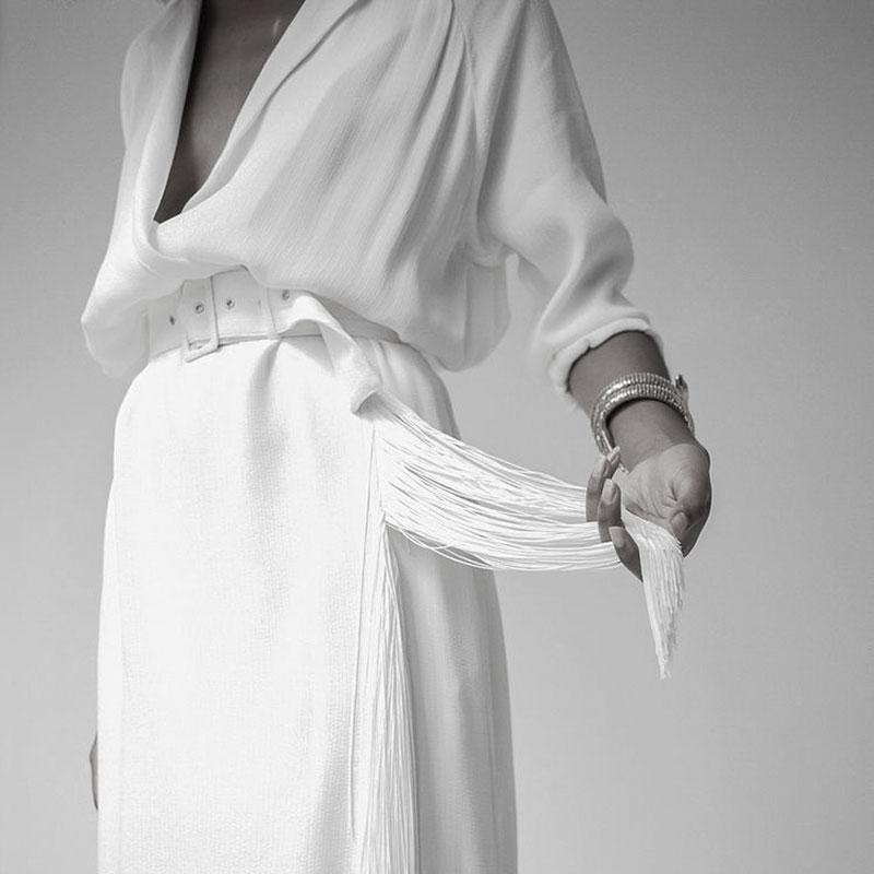 blusa-abierta-falda-flecos-novia-diferente