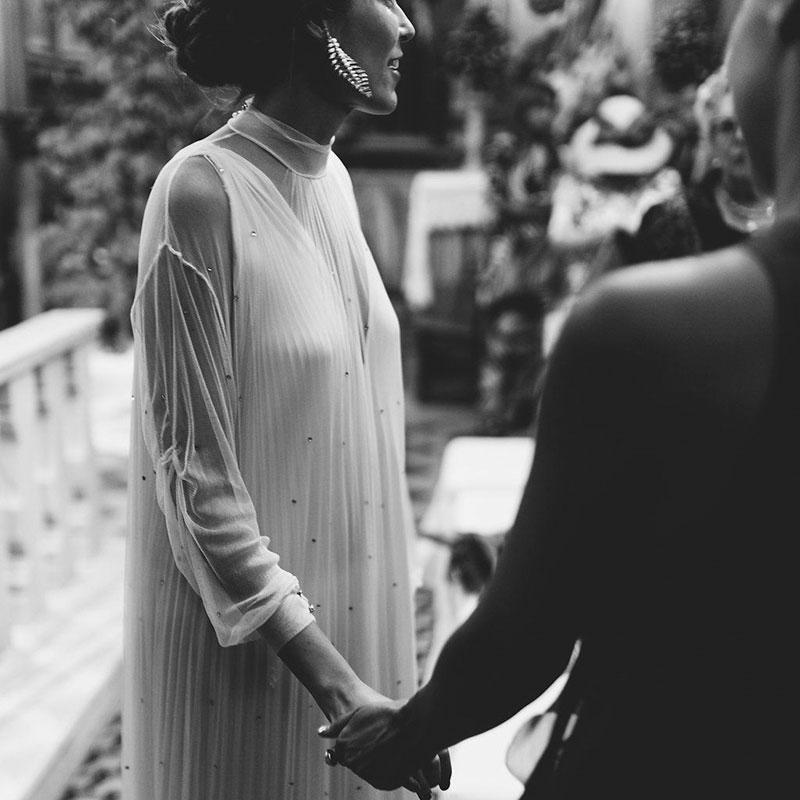 vestido-fluido-novia-fuera-de-lo-convencional