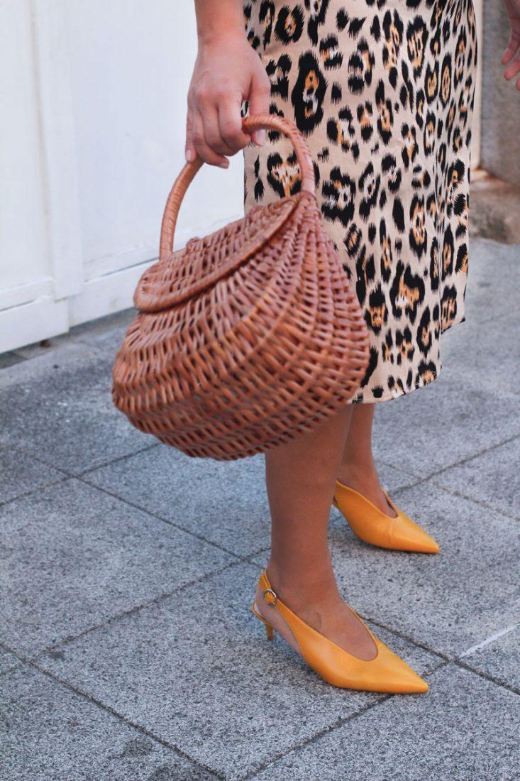 asesoria-de-imagen-vigo-analisis-de-armario-personal-shopper-vigo-falda-leopardo-como-combinar-tus-zapatos-amarillos