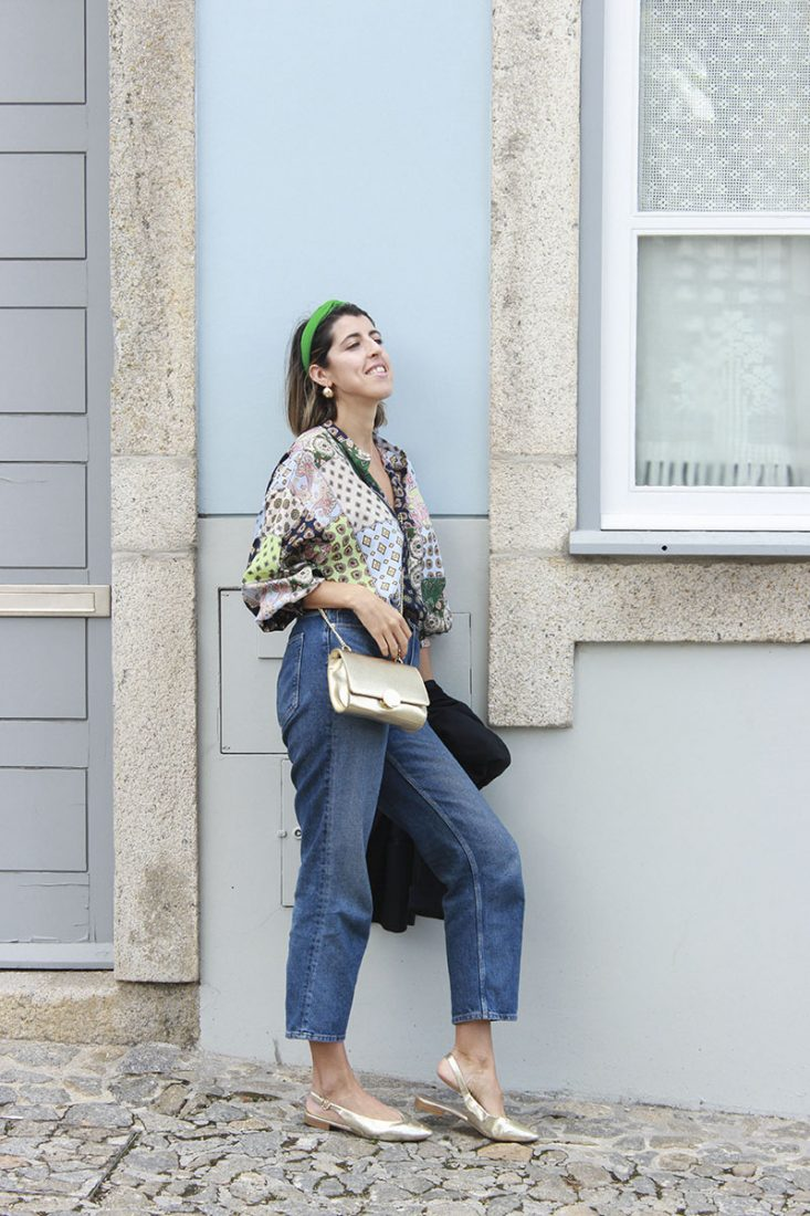 blusa-jeans-bailarinas-doradas-diadema