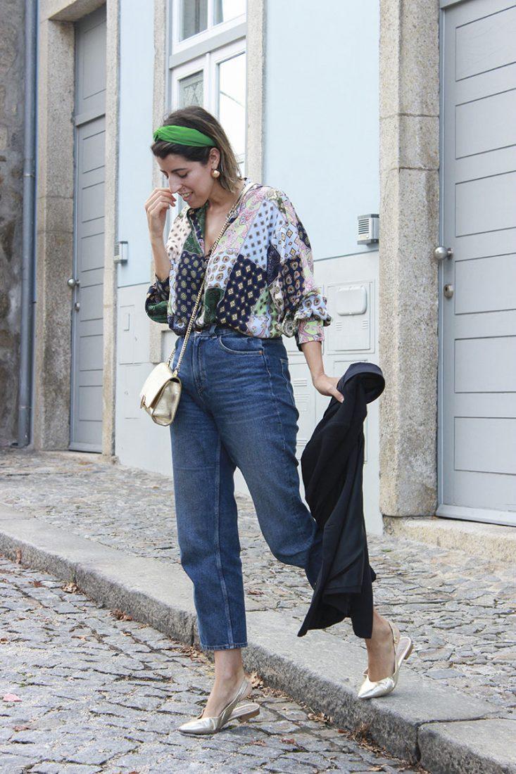 look-con-vaqueros-camisa-patchwork-diadema-1