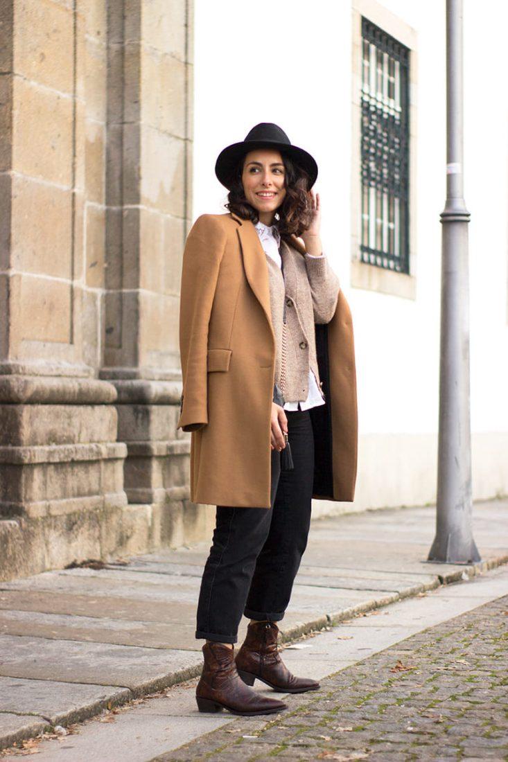 moda-como-combinar-camel-y-negro-botines-cowboy-1