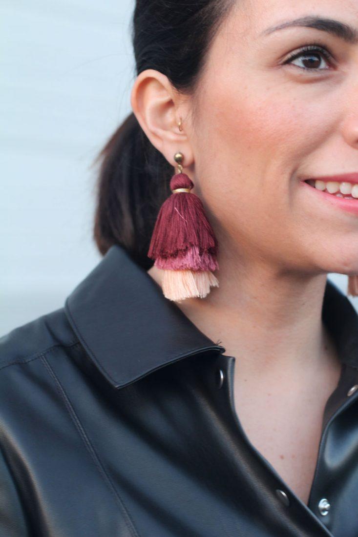 siempre-hay-algo-que-ponerse-street-style-earrings-pendientes-pompón-vestido-de-piel
